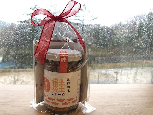 〈木戸川産鮭フレーク〉プレーン 400円(税別)。