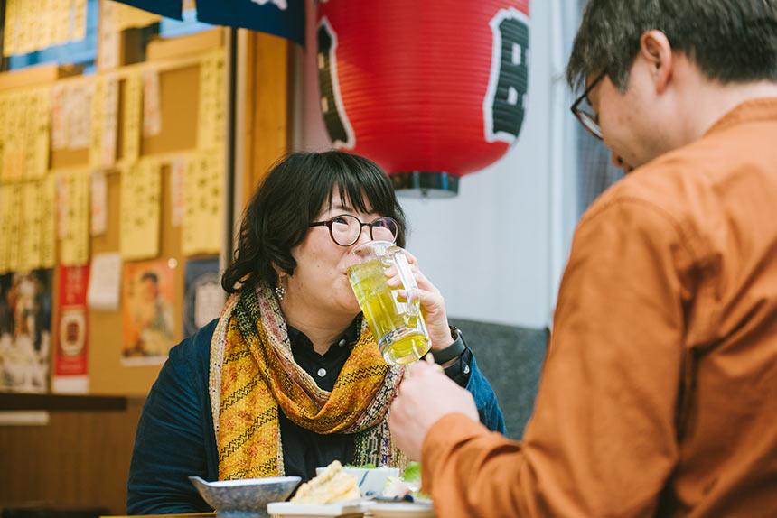 宇都宮〈魚田酒場〉 オリオン通りの大衆酒場で、抜群のマグロ刺と緑茶ハイに誘われ