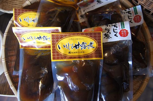 昔ながらの和釜で茹で洗いしたいちじくを、砂糖と水あめを加えながらじっくり6時間以上煮込んでつくられています。