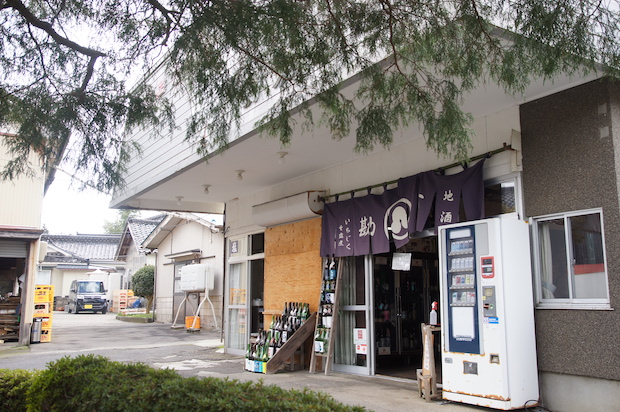 店舗ではいちじく加工品のほか、秋田の地酒の取り扱いもあります。