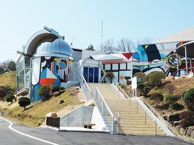 2018年3月にリニューアルした〈岡山天文博物館〉。