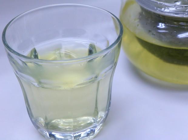 飲んだ瞬間に口の中に広がる、ほろ苦く豊かな柚子の香りが楽しめるお茶。アイスでもホットでもお召し上がりいただけます。