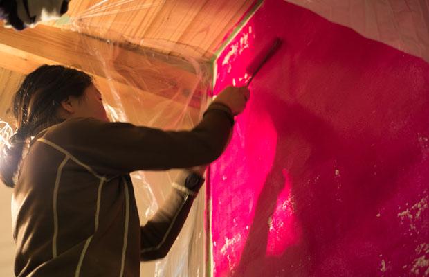 学校が休みの間に自分の部屋をリノベーション! 壁をピンクに。