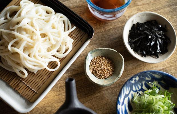 小豆島でつくられた素麺やごま、海苔、つゆなど。家で小豆島ごはん!