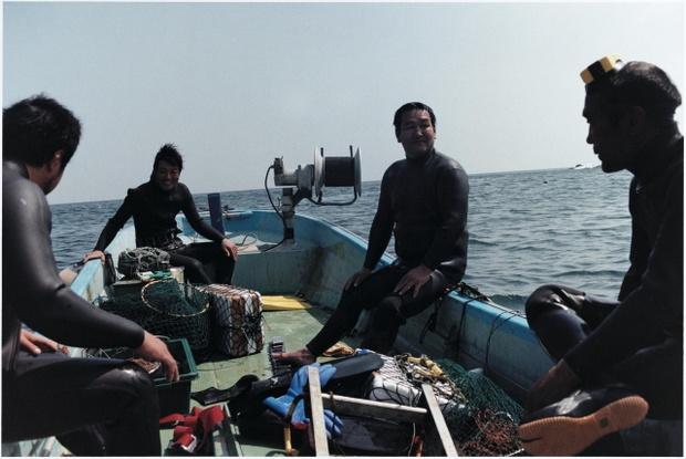 船に乗っている漁師たち