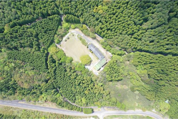 周囲に1軒の家もないかわなべ森の学校。
