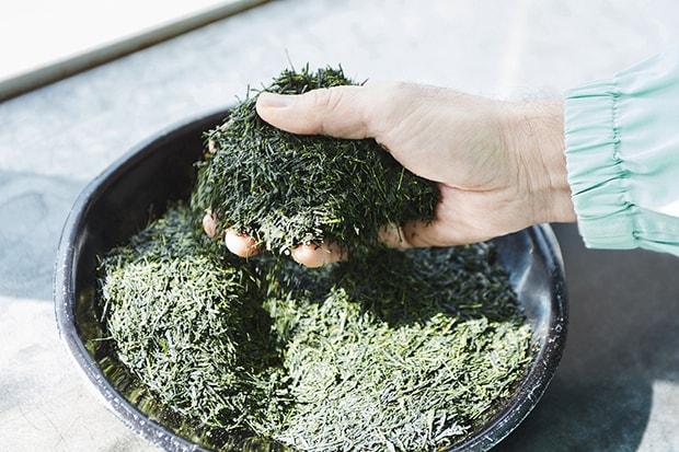 経験豊富な「茶師」によって丁寧に作られたブレンド茶葉。