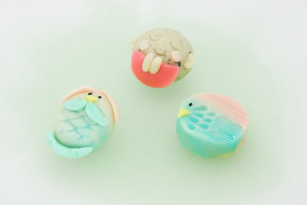 左からアマビエ姫、お地蔵様、アマビエ様。『疫病退散上生菓子』6個入1,820円(税込)