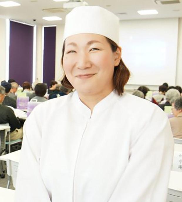 季節商品の企画や上生菓子のデザイン・製造のほか、菓子教室の講師としても活躍する後藤さん(2019年撮影)