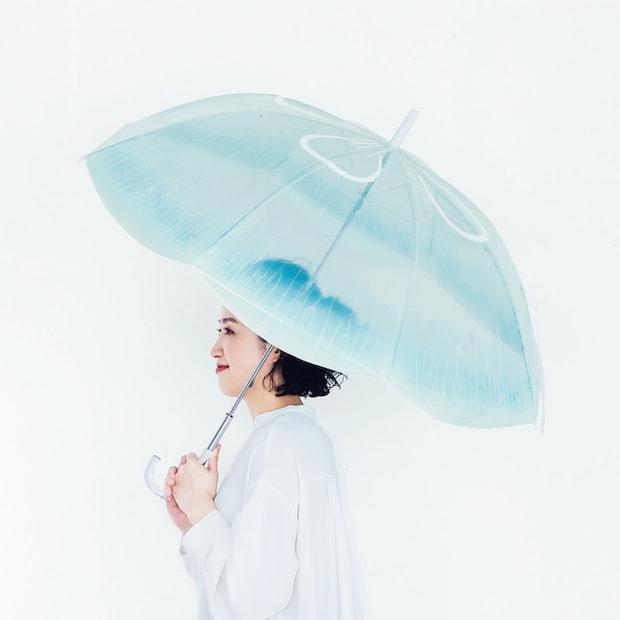YOU+MORE!  雨空を泳ぐ ミズクラゲの傘 1,600円(税抜)