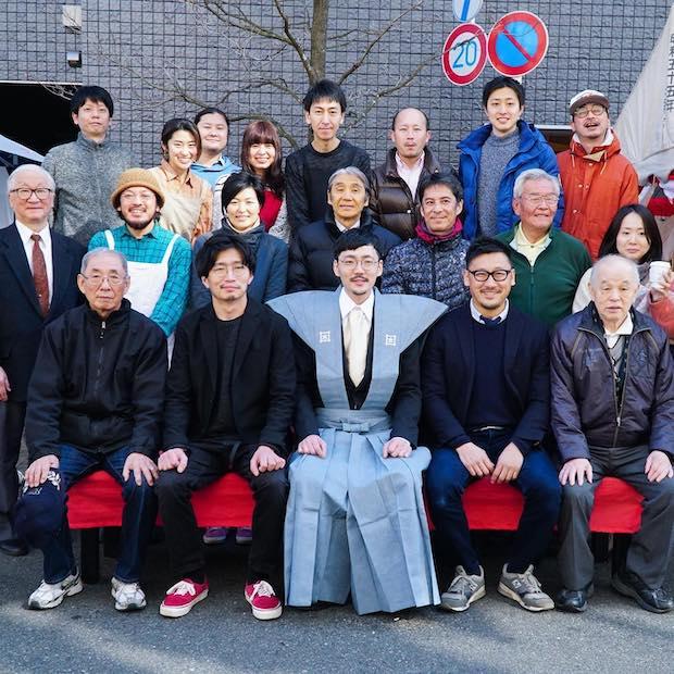 池上本門寺で行われた節分にて。本門寺通り商店会の好意により、L PACK.の小田桐さん(中央)が福男として参加しました。