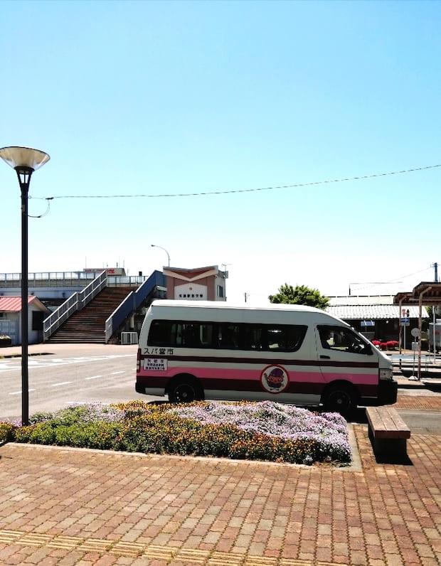 片岡駅から約5分で矢板駅に到着します。駅からの観光には、ぜひバスをご利用ください。