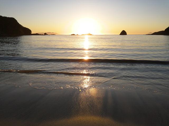伊豆下田の海に沈む太陽
