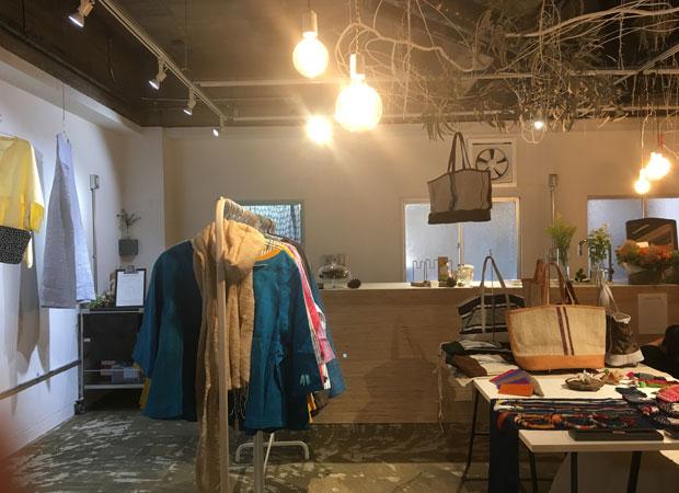 レンタルスペースを運営し、ギャラリーショップとしても使用。ここで出会った鞄作家は後に岐阜へ移住し、当時カフェに務めていた女性は独立し、タルトをつくってサンビルにも出店している。