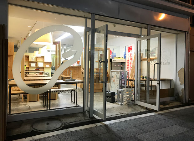 小田原の〈mame元café〉さんでも、3か月~半年間、仮設店舗のインテリア・内装としてキットを使っていただいた。