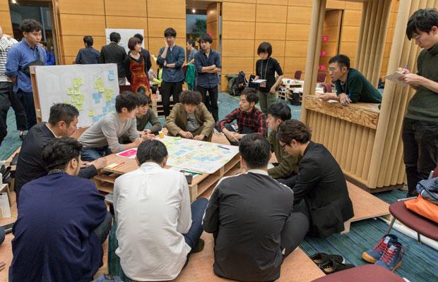 建築会館ホールでのイベント「Parallel Session」にて。
