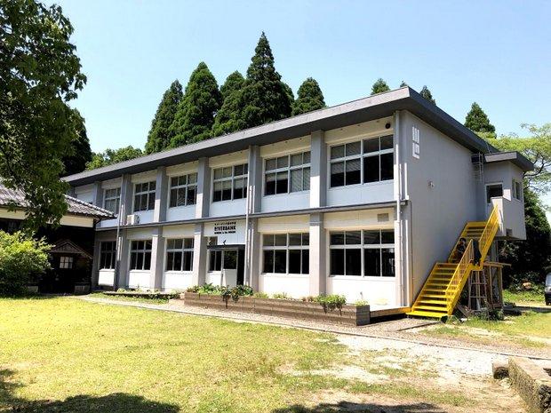 生まれ変わった鉄筋校舎。