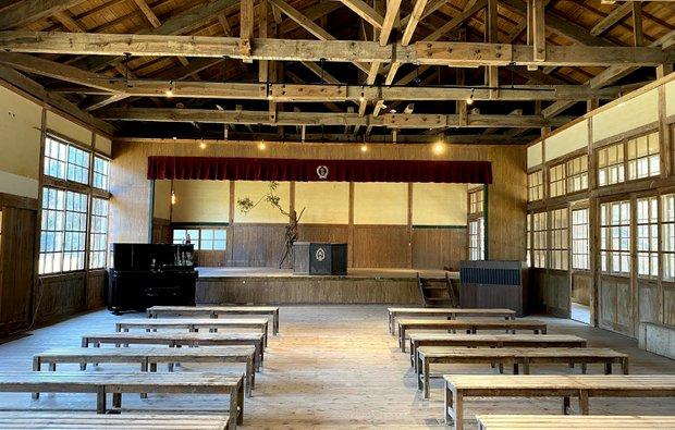 廃校前の姿に戻った講堂。