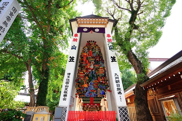 「お櫛田さん」こと櫛田神社に建てられた飾り山。本来は福岡市内に13カ所設置されるが、今年は唯一、櫛田神社境内のみに建てられることに。