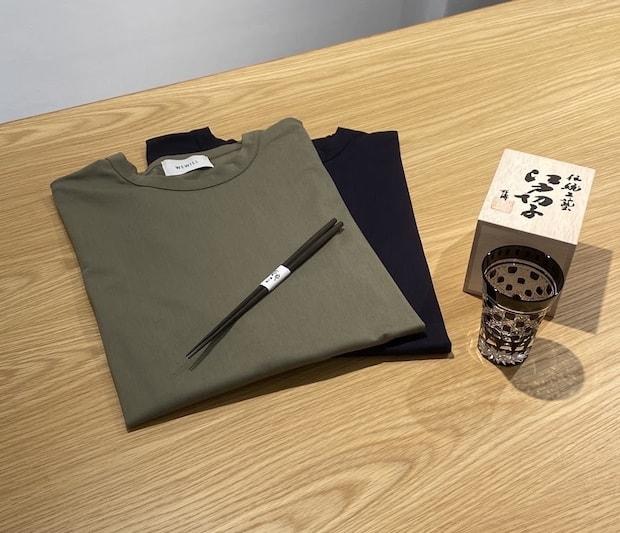 WEWILLのTシャツ(カーキとネイビー)と、銀座夏野の青黒壇を使用した高級お箸、ル・ノーブルの黒い江戸切子グラスが1箱に。
