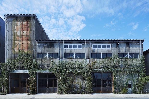 コンプレックス・スペース〈CASICA〉。「生きた時間と空間を可視化する」をコンセプトに、2017年オープン。古い銘木倉庫をリノベーションした建物も見どころ。写真:長弘 進(D-CORD)