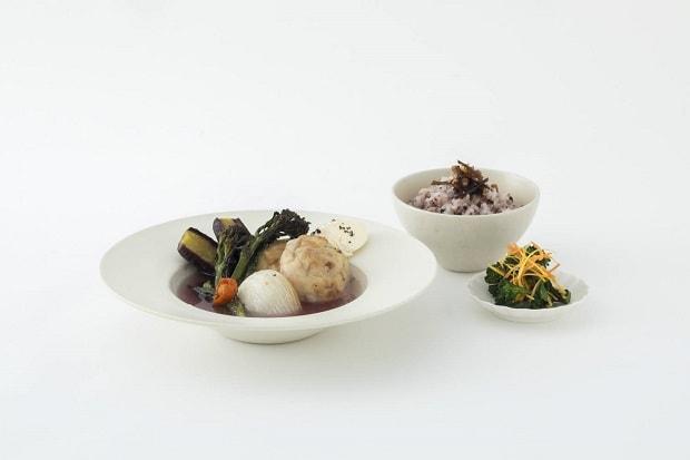 こちらがランチ。「OyOyベジスープ(ビーガン対応)+野菜のおかず+ごはんとふりかけ」 1,300円/本日のポタージュ 350円。