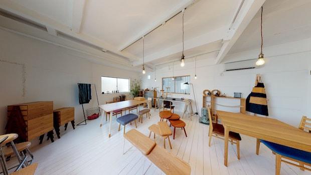 家具工房〈iei studio〉。大阪門真市を拠点に無垢材を使用した住宅、店舗什器のデザインから制作までトータルで請け負う。設計:iei studio
