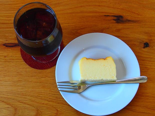 今回は濃厚チーズケーキをいただきました。