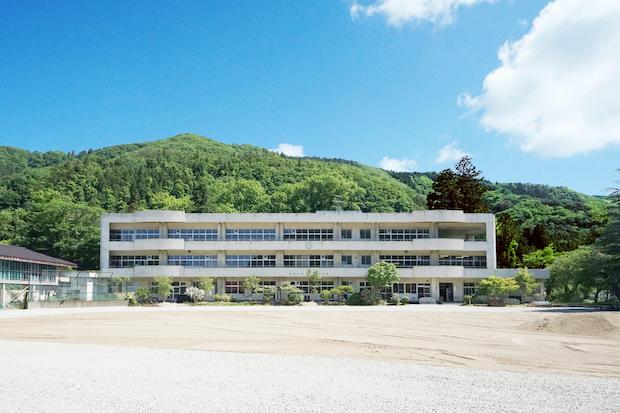 10数年前に廃校になった「旧山潟小学校」。