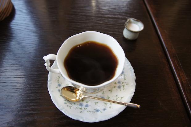 豆から挽いて淹れるコーヒー