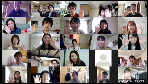 今回オンライン授業で使ったのはZoom。授業中は、学生たちのビデオは基本オフだったが、最後にみんなに顔出しをお願いしてとったキャプチャ。