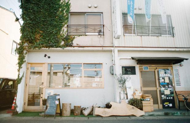 学びの森・市民公園のエリア内にできた川漁師・平工顕太郎さんの店〈ゆいのふね〉。