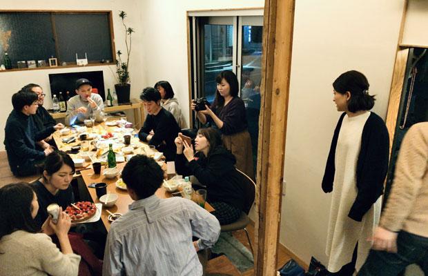 ときどきメンバーの誰かが企画する食事会、友だちの友だちとはすぐに打ち解けられる。
