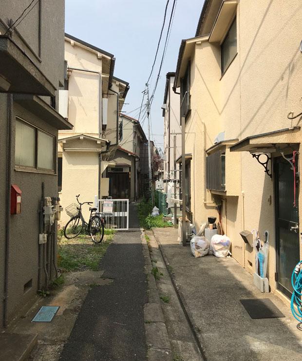東京都には築古の木造住宅密集地域が多く存在しており、地震や火災時の危険性など、建築的な課題が多いと言われている。