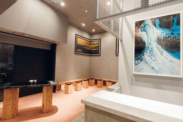 「お茶と酒 たすき 新風館」店内全景。