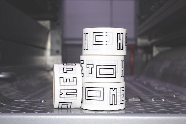 「HOME TO TAPE」ふるさと便のラッピングにも使用されているテープです。サイズ: 幅5cmx10m巻 660円(税込)