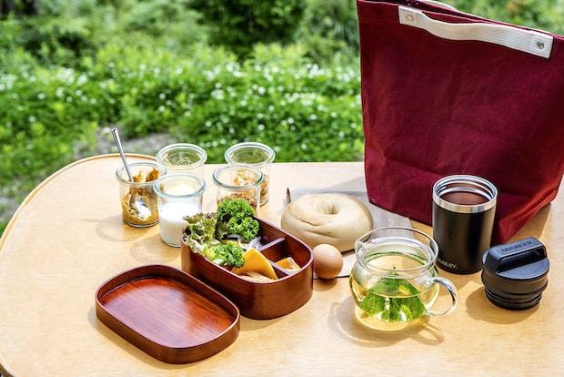 自然を感じながら屋外で食べる朝ごはんは格別。