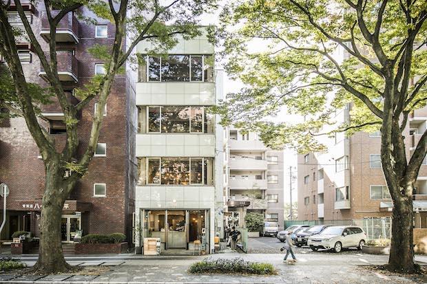 4階にデザインオフィス、3階にレンタルスペースを構え、1・2階は〈CAFE MUGI〉として焼き菓子やごはんを提供、東北を中心にした作り手による食材や道具、アクセサリーの販売も行っています。