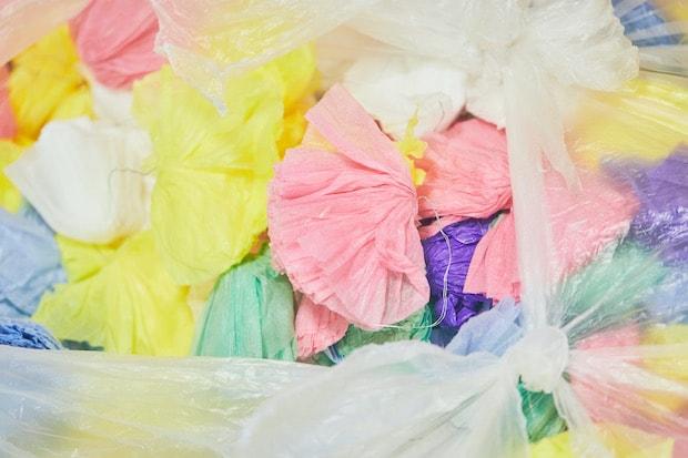 七夕飾りのぼんぼりに使用した花紙。これまでは産業廃棄物としてお金をかけて廃棄されていました。(撮影:張田亜美)
