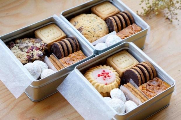 ギフトにぴったりな〈ムギのクッキー詰め合わせ〉もおすすめです(写真はクッキー缶のイメージ。新型コロナウィルスの影響のため缶の入荷ができず、現在は紙箱への詰め合わせで販売を行っています)。オンラインからも注文できます。