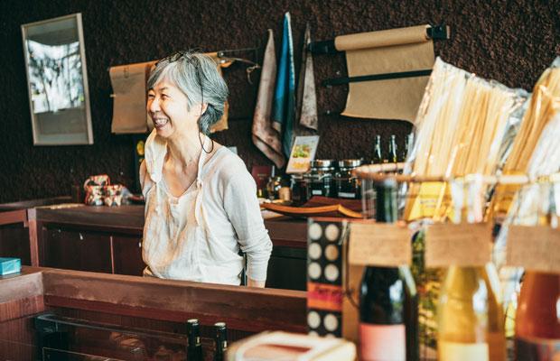 〈eatrip soil〉で働くため、山口から東京へ移住してきた山村ヒロミさん。