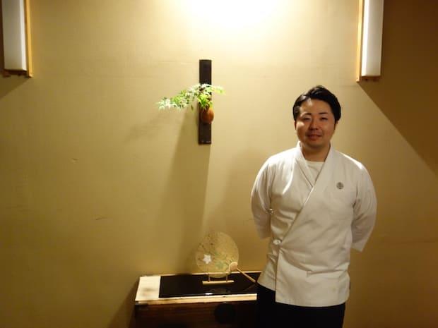 専門学校卒業後、京都の由緒ある料亭〈瓢亭〉や〈柳家〉で修業を重ねたそうです。