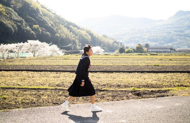 中学生になった三村さんの娘いろはちゃん。このときはまだ数日しか登校していなかった。(撮影:三村ひかり)