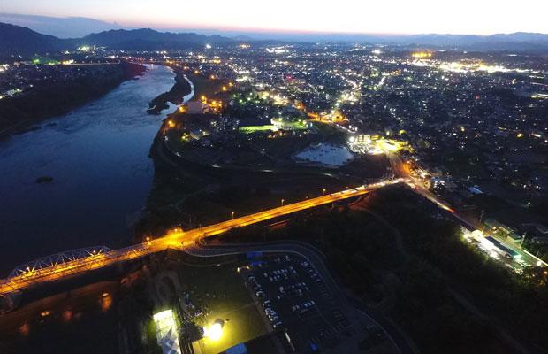 美濃加茂市の夜景。これもまた美しい。