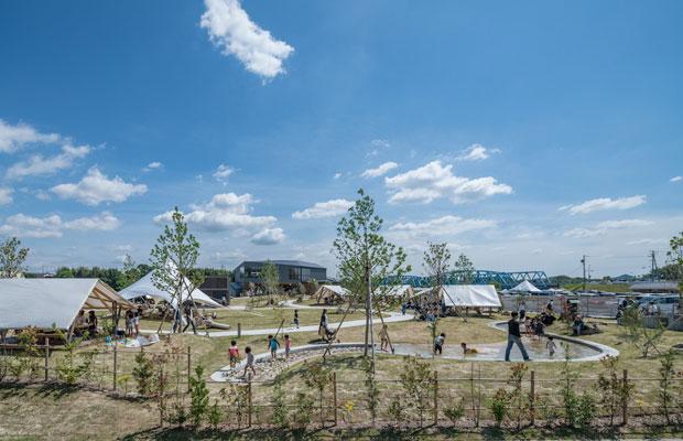 リバーポートパークのBBQエリア。「グッドデザイン賞」「かわまち大賞」など、対外的な評価を得ている。