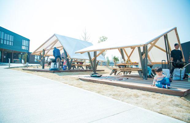 キャンプサイトの小屋。〈佐口建築〉と一緒にデザイン、施工を行った。