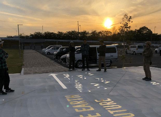 美濃加茂市中之島公園で仲間と夕日を見ながら。
