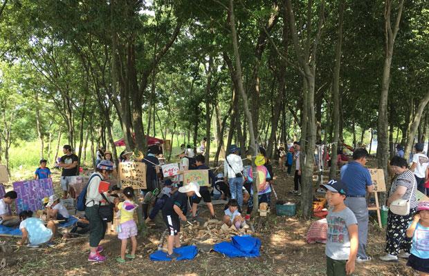 さまざまな女性が自分らしく活動するNPO法人〈happynetみのかも〉が主催する川と森の学校に参加。