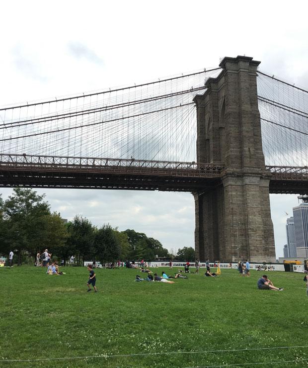 広大な敷地にいろんなアクティビティがデザインされているBrooklyn Bridge Park。