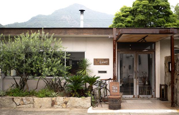 もともとは島の会社の事務所だった建物を改修してピザ屋に。